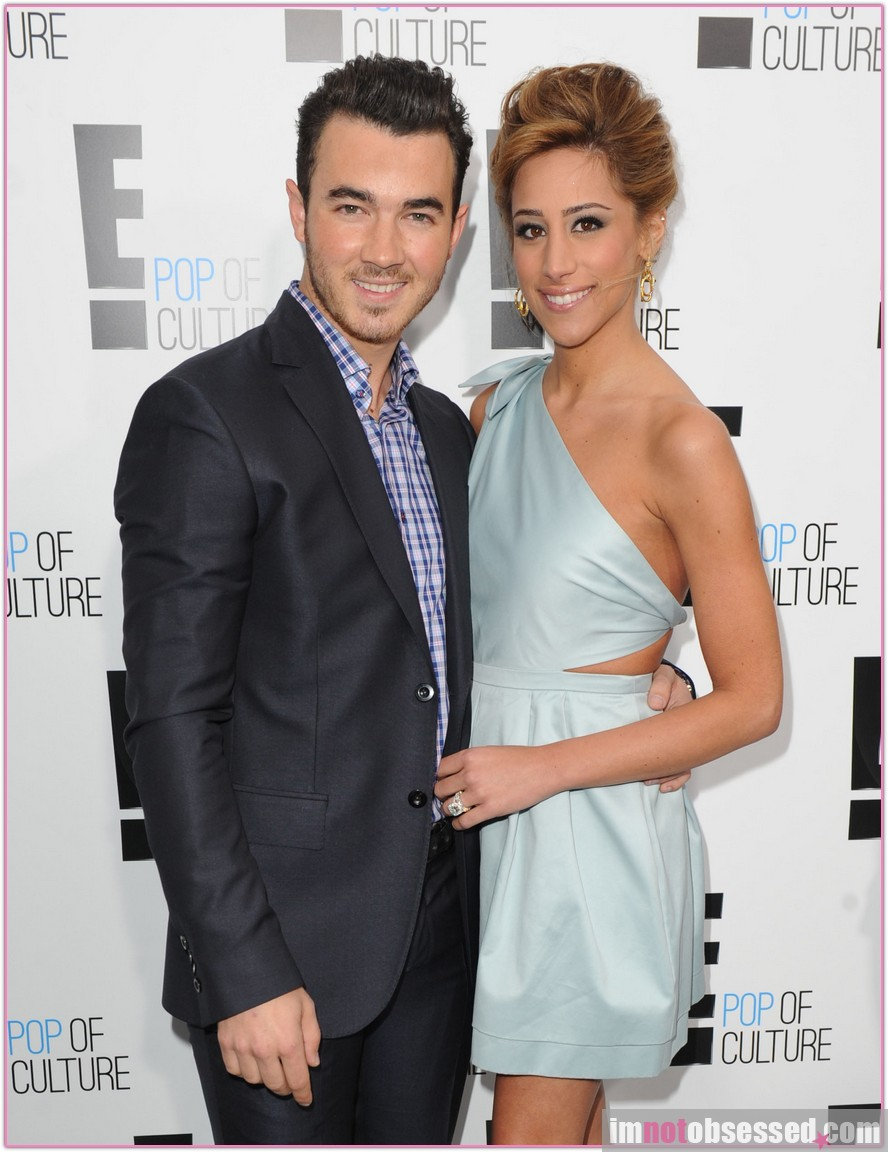 Kevin & Danielle Jonas Reveal Baby's Gender | Party 405 ...
